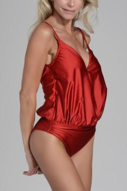 traje de baño enterizo modelo Aleph color rojo brilloso